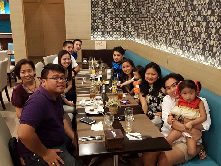 Family Dinner at cafe Breeze
