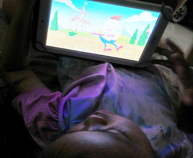 Kid using KidloLand App