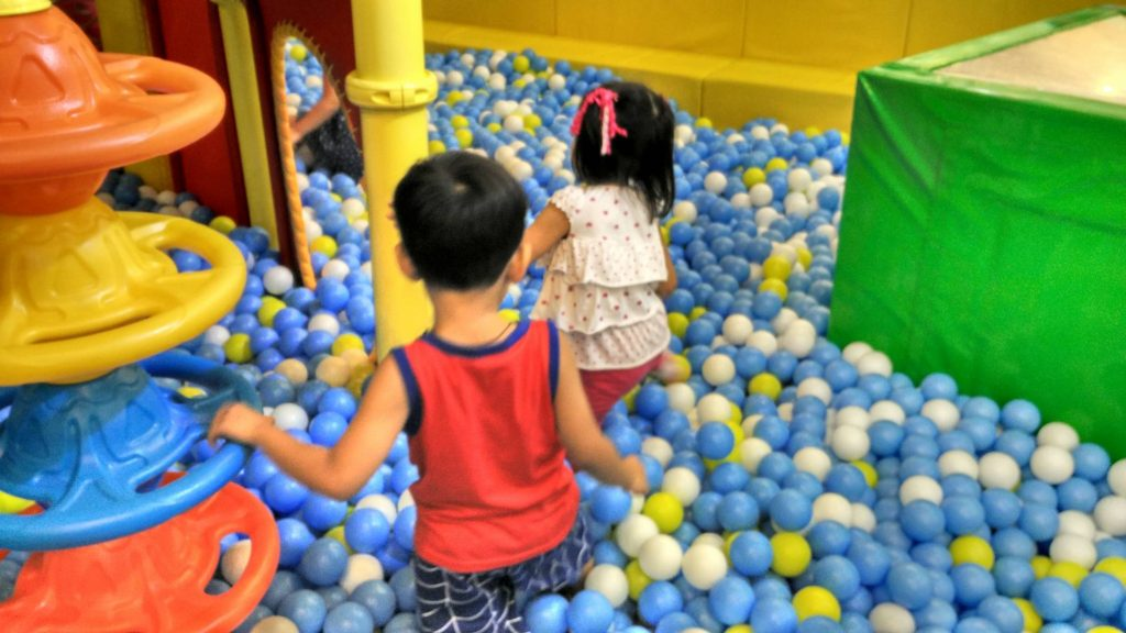 kidzoona-ball-pool