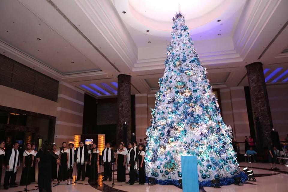 christmas-tree-radisson-blu-hotel-cebu