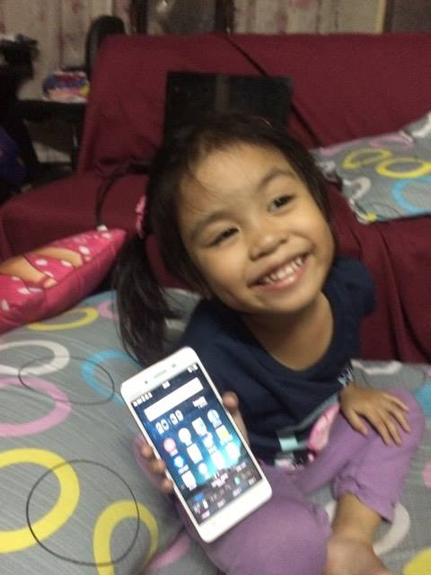 happy-louise-holding-vivo-v3-phone