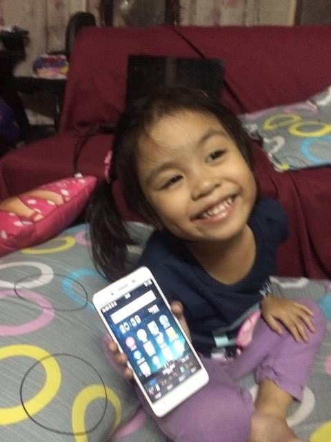 happy-louise-holding-vivo-v3-phone
