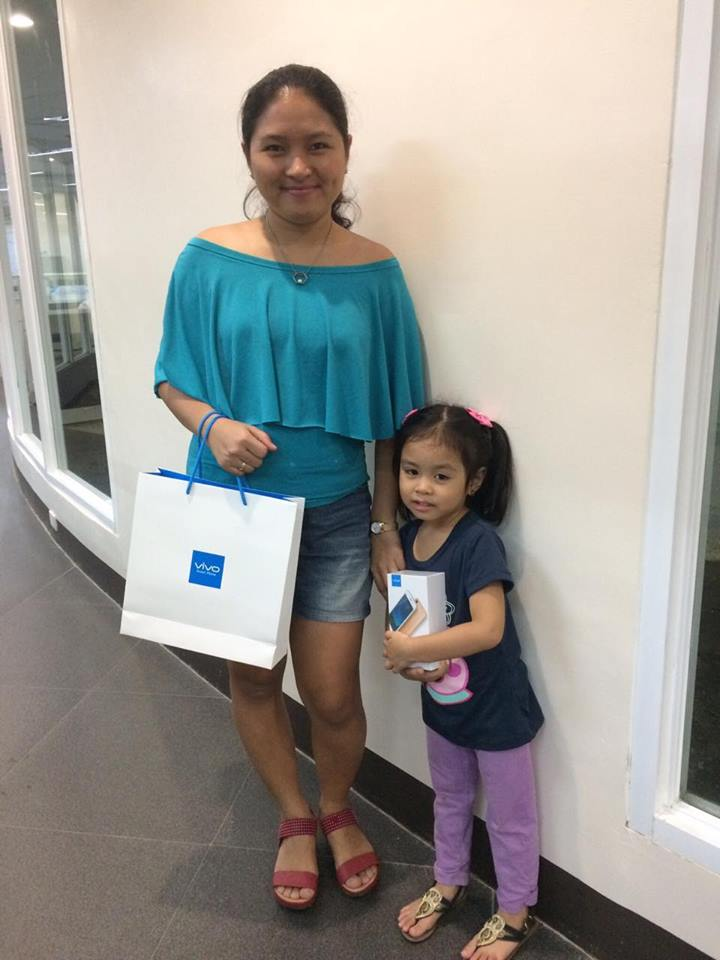 mommy-and-louise-claiming-the-vivo-phone