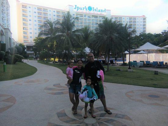 family-at-jpark