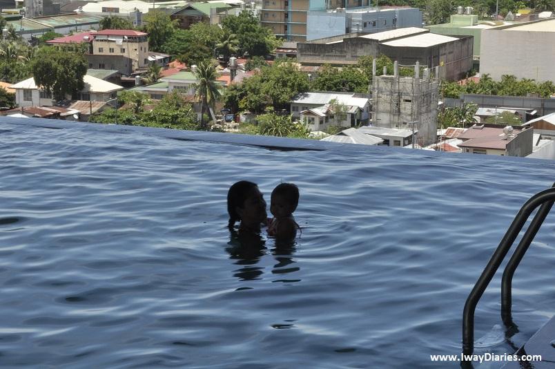 Sky waterpark cebu - infinity pool