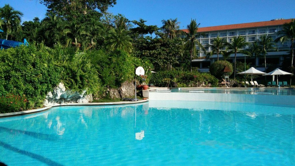 adult-pool-shangri-la-cebu