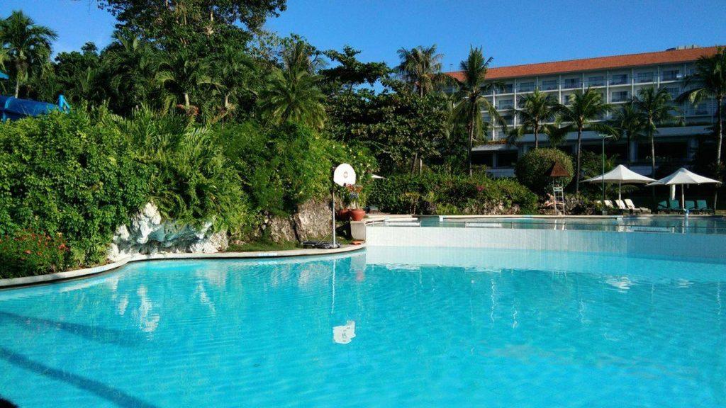 adult-pool-shangri-la-cebu