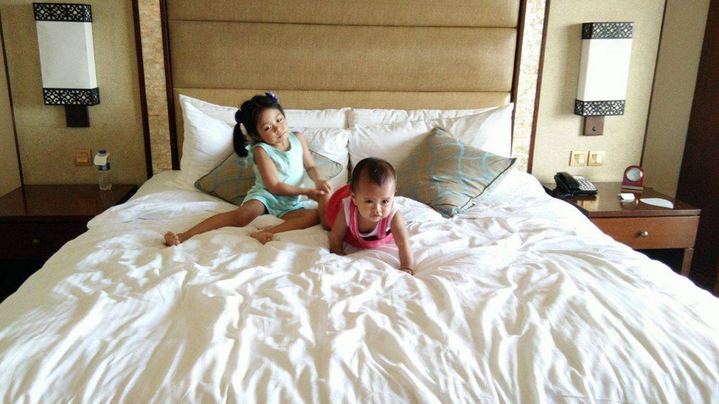 bedroom-shangri-la-cebu