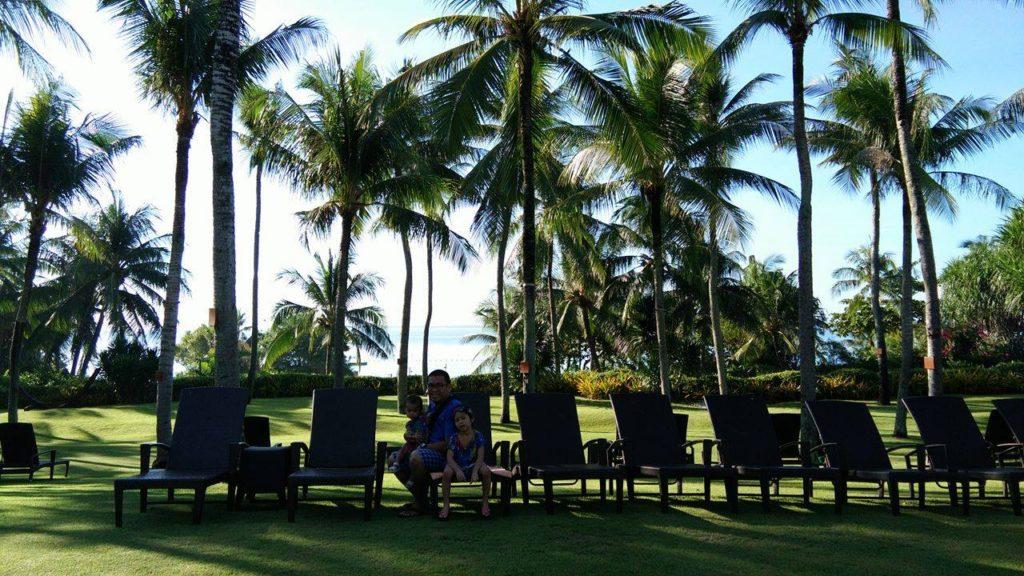 green-surroundings-at-shangri-la-cebu