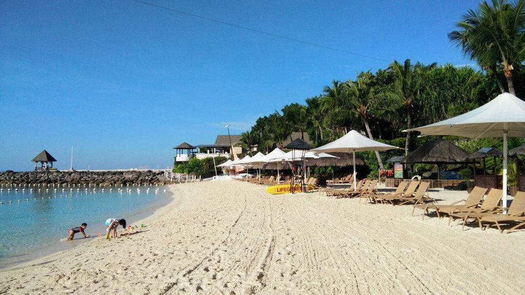 white-sand-beach-at-shangri-la-cebu