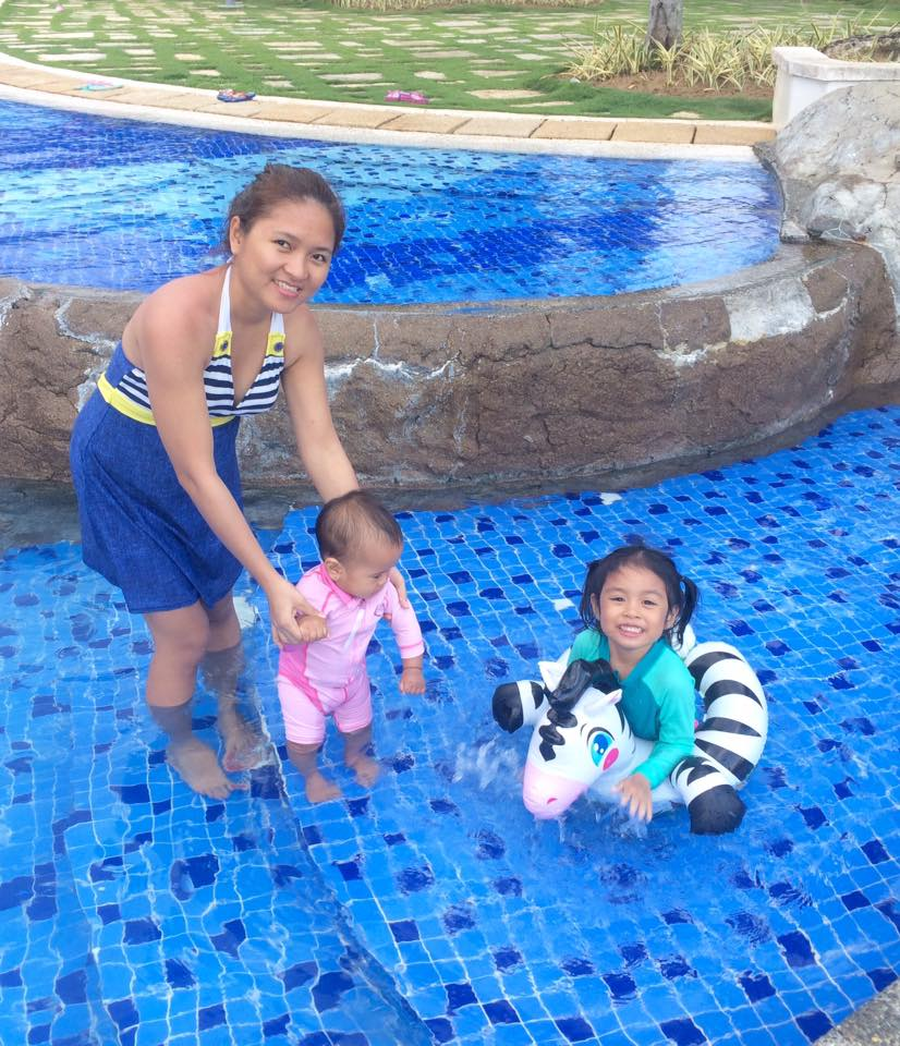 mommy-and-kids-swimming