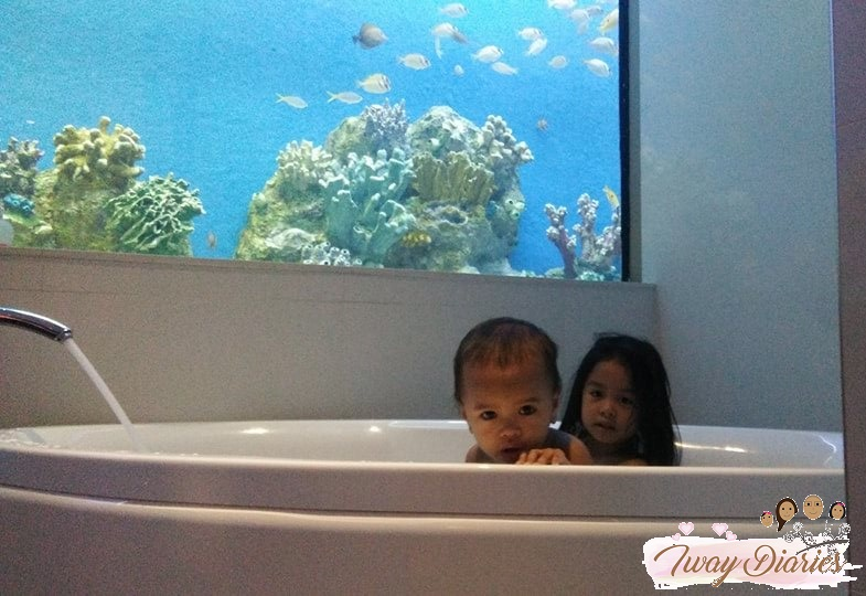 Hotel H2O Aqua room - bath tub