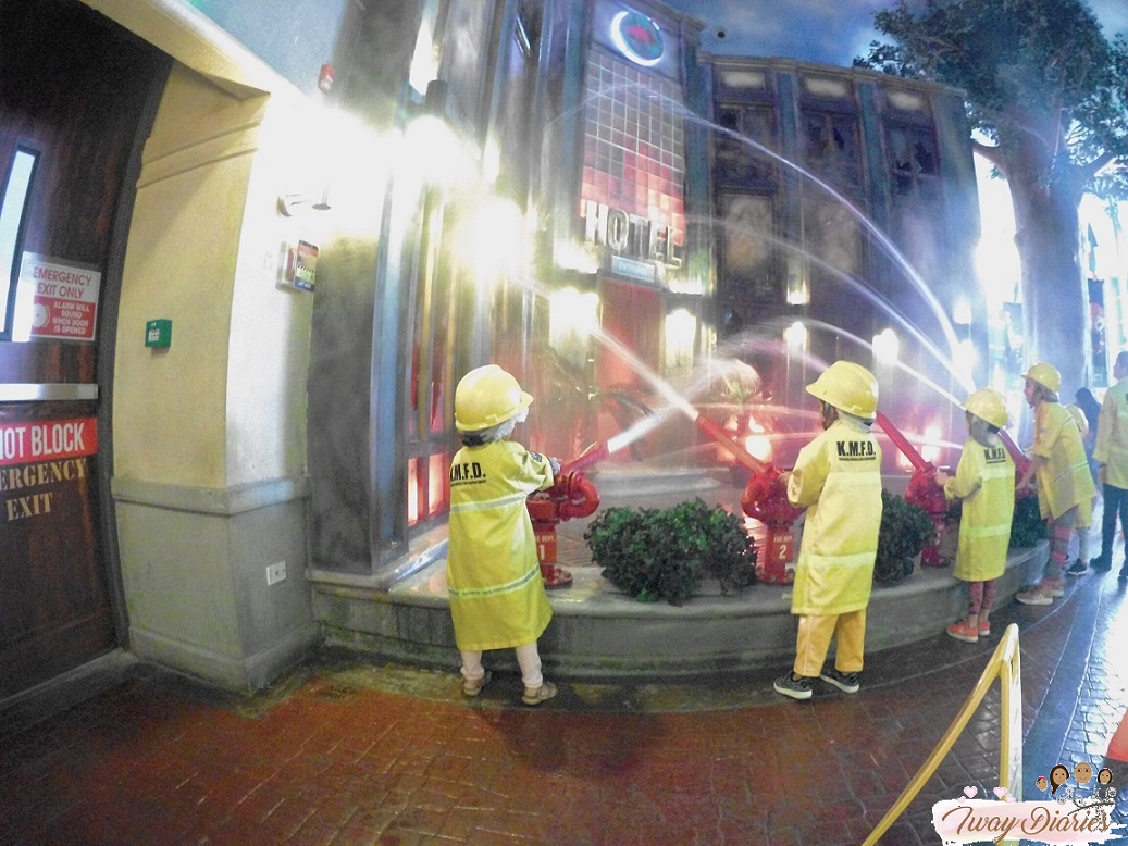 Kidzania - firefighter - role playing