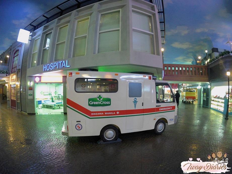 Kidzania - ambulance
