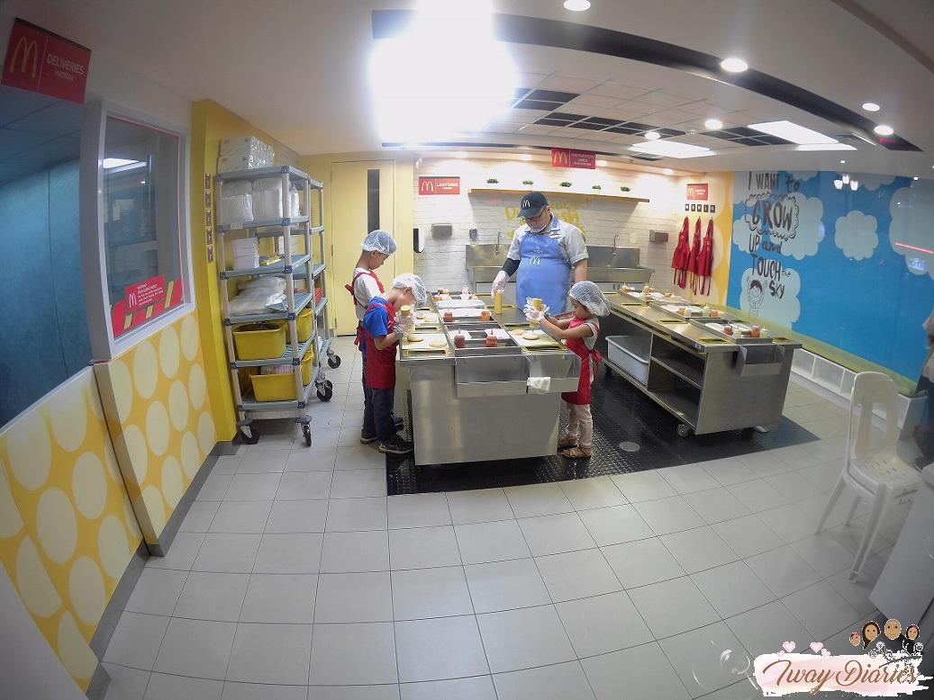 Kidzania - burger shop crew - role playing