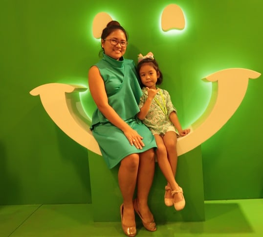 Cebu mommy blogger Hannah and Louise