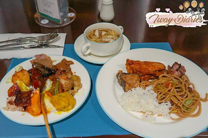 Cafe Bai buffet - full plate_edited